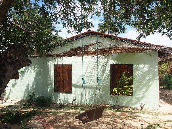 Pousada Mirage Atins: Swing and main house